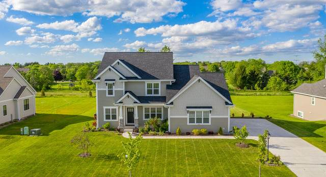 8520 W Highlander Dr, Mequon, WI 53097 (#1745467) :: OneTrust Real Estate