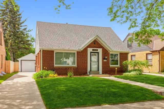 7815 Livingston Ave, Wauwatosa, WI 53213 (#1745493) :: Keller Williams Realty - Milwaukee Southwest