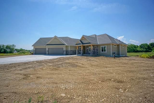 395 Highland Ridge, Richfield, WI 53017 (#1745759) :: Keller Williams Realty - Milwaukee Southwest