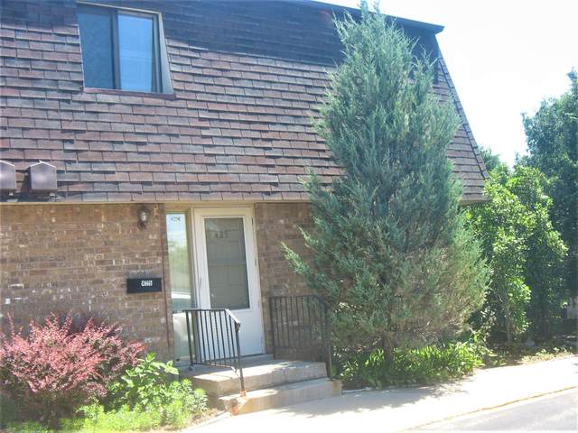 425 Meadowbrook Dr #2, West Bend, WI 53090 (#1746183) :: Tom Didier Real Estate Team