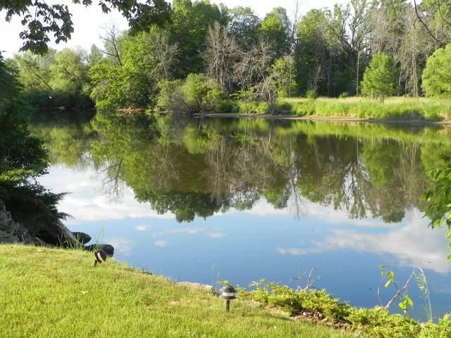 2006 Edgewater Dr, Grafton, WI 53024 (#1746259) :: Tom Didier Real Estate Team
