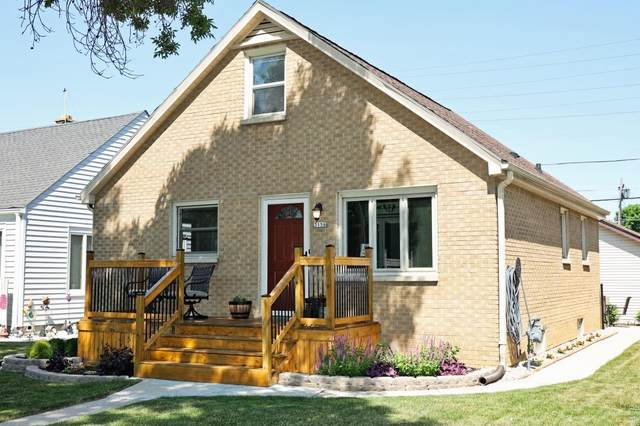 3156 S 51st St, Milwaukee, WI 53219 (#1746561) :: Keller Williams Realty - Milwaukee Southwest