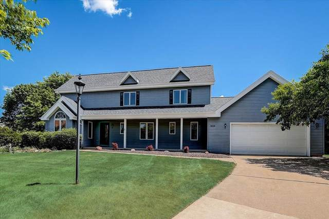 808 Clover Ct, Hartland, WI 53029 (#1746616) :: RE/MAX Service First