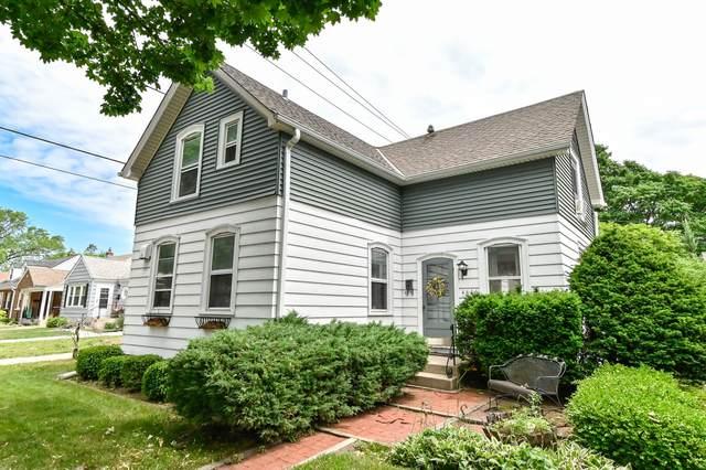4810 N Elkhart Ave, Whitefish Bay, WI 53217 (#1746641) :: Tom Didier Real Estate Team