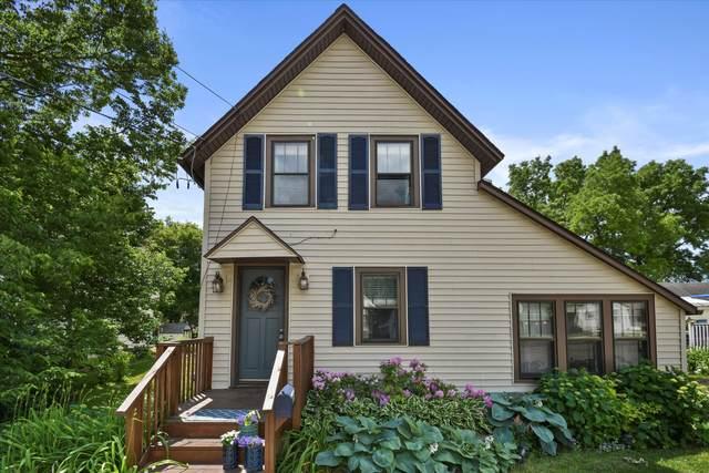 N49W6693 Western Rd, Cedarburg, WI 53012 (#1746772) :: Tom Didier Real Estate Team