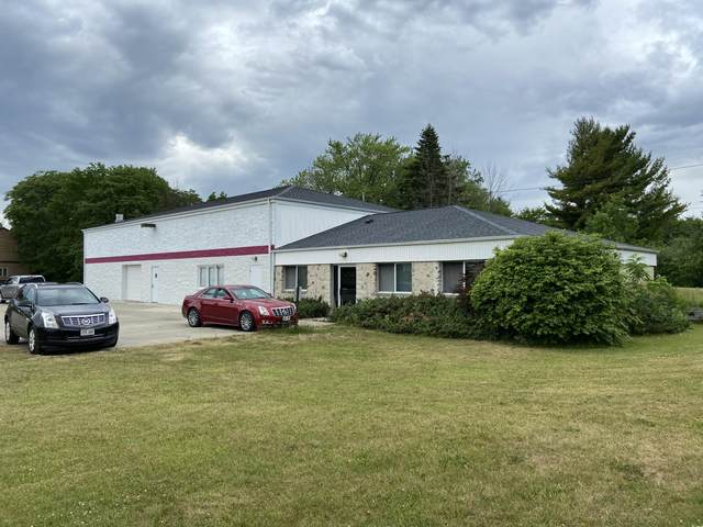 1220 Falls Rd, Grafton, WI 53024 (#1746834) :: RE/MAX Service First