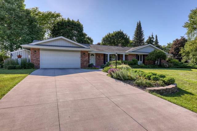 2455 Lyonnesse Ln, Brookfield, WI 53045 (#1746955) :: EXIT Realty XL