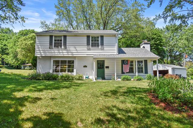 1304 Lynne Dr, Waukesha, WI 53186 (#1746956) :: RE/MAX Service First