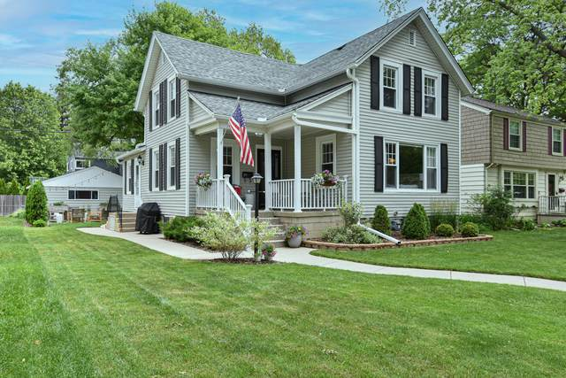 106 W Henry Clay St, Whitefish Bay, WI 53217 (#1746974) :: Tom Didier Real Estate Team