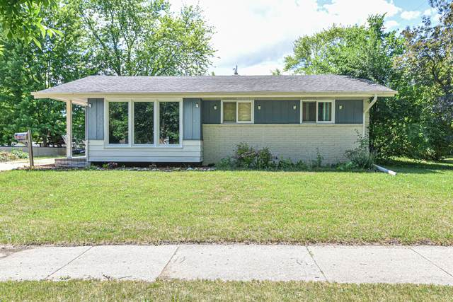 1624 S Grand Ave, Waukesha, WI 53189 (#1747004) :: RE/MAX Service First