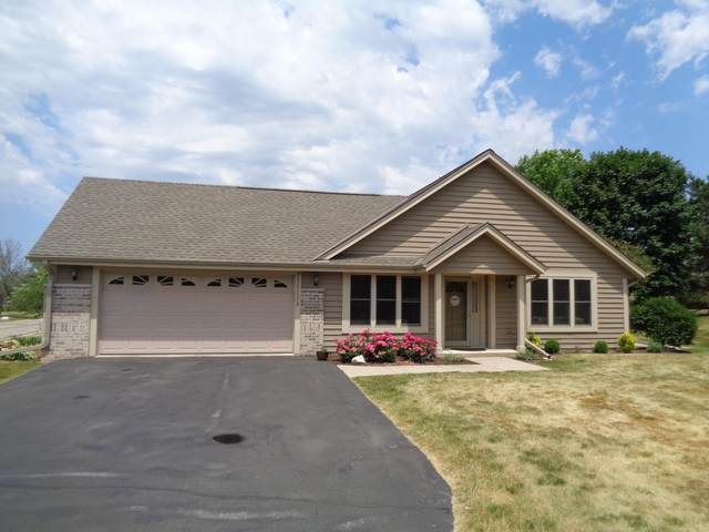 W242N2356 Deer Park Dr B, Pewaukee, WI 53072 (#1747043) :: Keller Williams Realty - Milwaukee Southwest