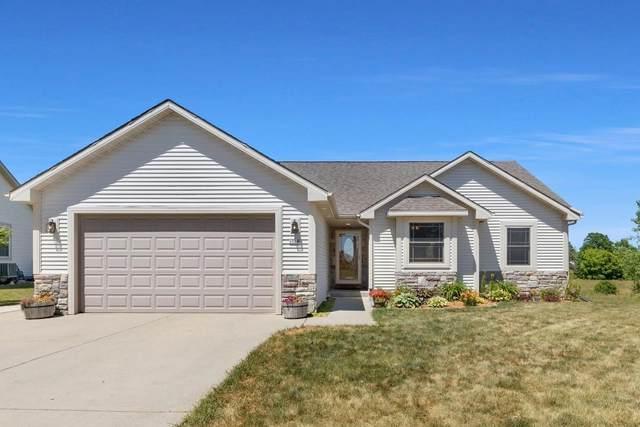 1556 Dovetail Dr, Hartford, WI 53027 (#1747077) :: Keller Williams Realty - Milwaukee Southwest
