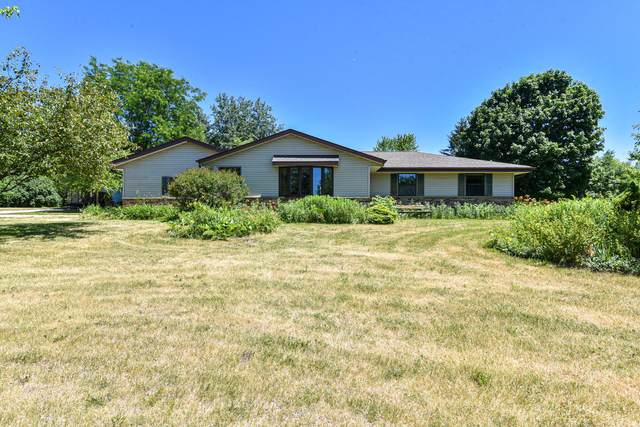 W239S5144 Highway 164, Waukesha, WI 53189 (#1747080) :: RE/MAX Service First