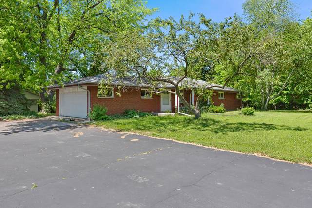 15935 Raven Rock Rd, Brookfield, WI 53005 (#1747132) :: RE/MAX Service First