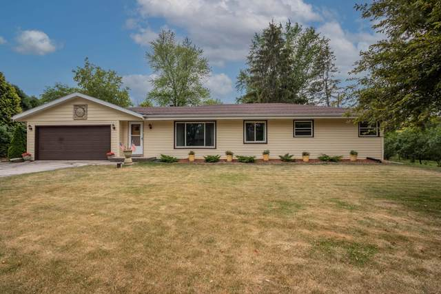 2925 S Connie Ln, New Berlin, WI 53151 (#1747138) :: Keller Williams Realty - Milwaukee Southwest
