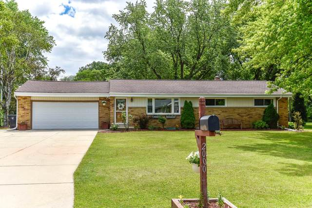 2000 S East Ln, New Berlin, WI 53146 (#1747188) :: RE/MAX Service First