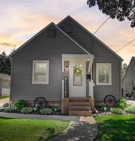 1307 Neenah St, Watertown, WI 53094 (#1747197) :: RE/MAX Service First
