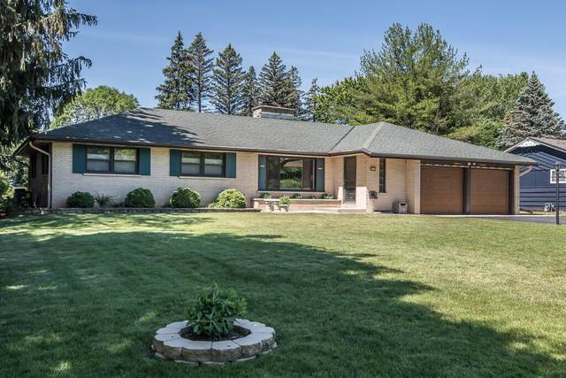 2569 Root River Pkwy, West Allis, WI 53227 (#1747247) :: RE/MAX Service First