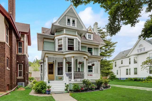 1805 College Ave, Racine, WI 53403 (#1747322) :: RE/MAX Service First