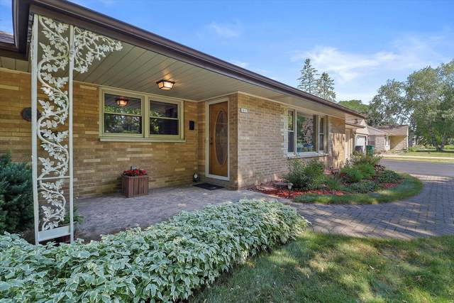 1613 S Clover Knoll Pl, New Berlin, WI 53151 (#1747416) :: Re/Max Leading Edge, The Fabiano Group