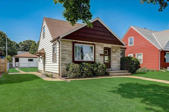 2819 E Armour Ave, Saint Francis, WI 53235 (#1747515) :: RE/MAX Service First