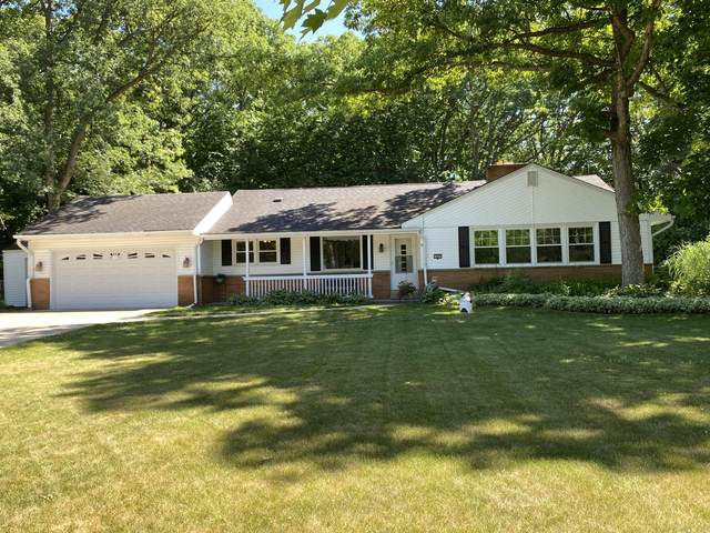 14601 W Woodland Dr, New Berlin, WI 53151 (#1747826) :: RE/MAX Service First