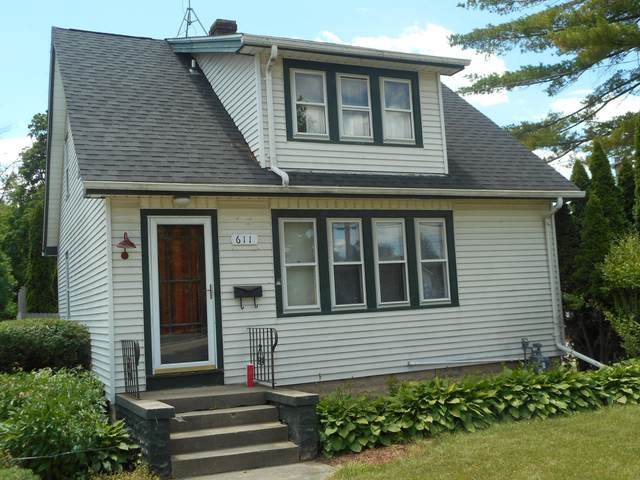 611 E Main St, Waterford, WI 53185 (#1747971) :: RE/MAX Service First
