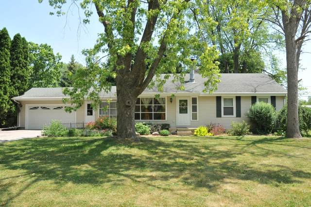 5560 S 44th St, Greenfield, WI 53220 (#1747987) :: RE/MAX Service First