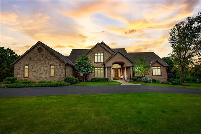 14285 Chesterwood Dr, Brookfield, WI 53005 (#1747993) :: EXIT Realty XL