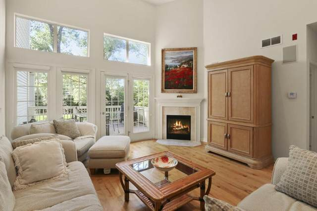 303 Abbey Ridge Ct, Fontana, WI 53125 (#1748108) :: EXIT Realty XL