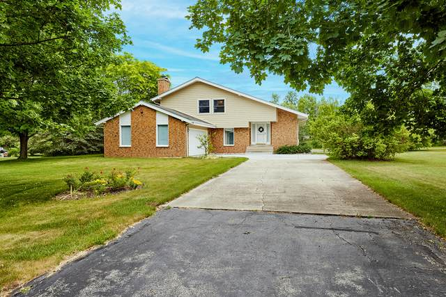 11326 N Country View Dr, Mequon, WI 53092 (#1748194) :: Re/Max Leading Edge, The Fabiano Group