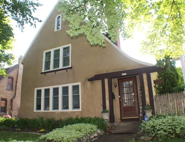 4132 N Prospect Ave, Shorewood, WI 53211 (#1748295) :: Tom Didier Real Estate Team