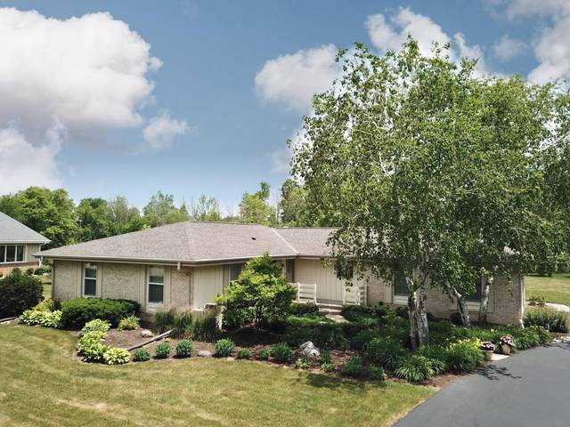 4532 W Squire Rd, Mequon, WI 53092 (#1748343) :: Re/Max Leading Edge, The Fabiano Group