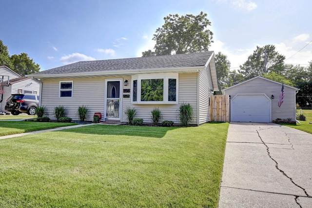 956 Birchwood Dr, West Bend, WI 53095 (#1748375) :: EXIT Realty XL