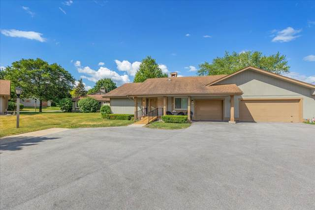 5043 S Stonehedge Dr, Greenfield, WI 53220 (#1748461) :: Keller Williams Realty - Milwaukee Southwest
