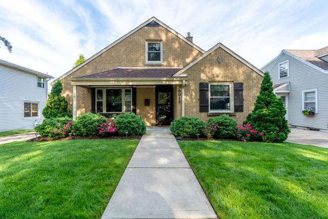 6015 N Lydell Ave, Whitefish Bay, WI 53217 (#1748531) :: Keller Williams Realty - Milwaukee Southwest