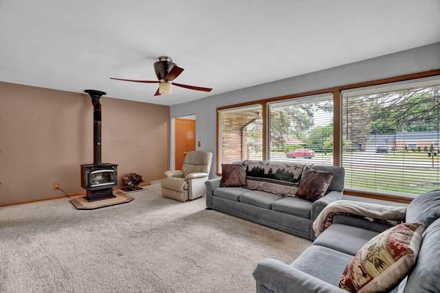 15465 Carpenter Rd, Brookfield, WI 53005 (#1748539) :: Keller Williams Realty - Milwaukee Southwest
