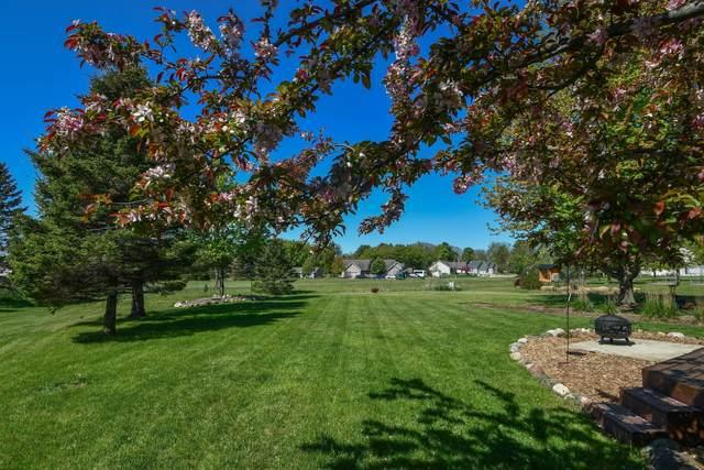 690 Summer Creek Rd, Oconomowoc, WI 53066 (#1748639) :: Keller Williams Realty - Milwaukee Southwest