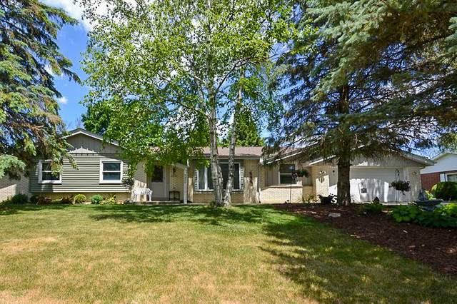 14230 W Honey Ln, New Berlin, WI 53151 (#1748852) :: Re/Max Leading Edge, The Fabiano Group