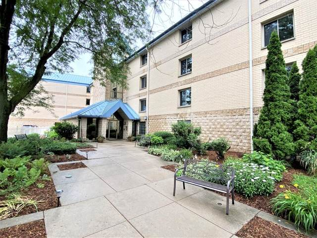 130 W Wisconsin Ave #8, Pewaukee, WI 53072 (#1748987) :: EXIT Realty XL