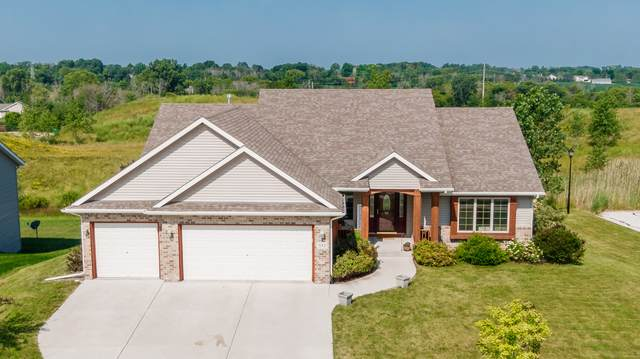 533 Emerald Hills Dr, Fredonia, WI 53021 (#1749288) :: Re/Max Leading Edge, The Fabiano Group