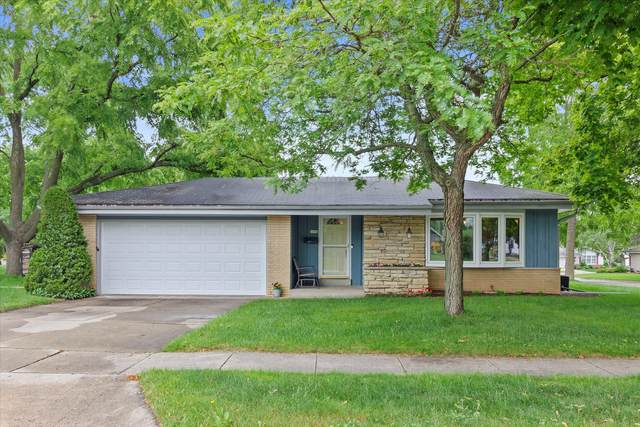 6090 Thornapple Dr, Greendale, WI 53129 (#1749648) :: Re/Max Leading Edge, The Fabiano Group