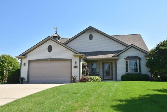 N798 Oak Ridge Dr, Ashippun, WI 53066 (#1750154) :: Keller Williams Realty - Milwaukee Southwest