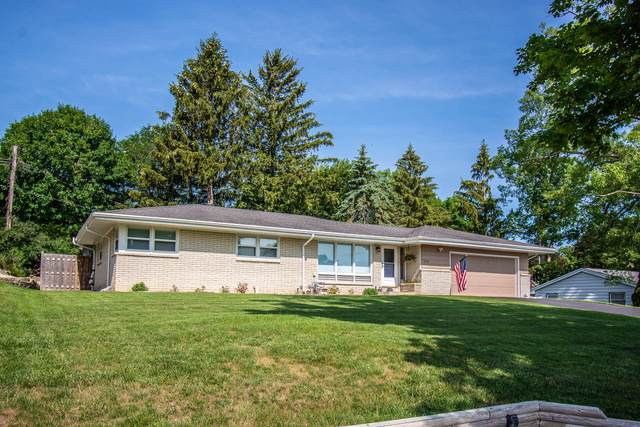 308 Ridge Rd, Lake Geneva, WI 53147 (#1750161) :: Re/Max Leading Edge, The Fabiano Group
