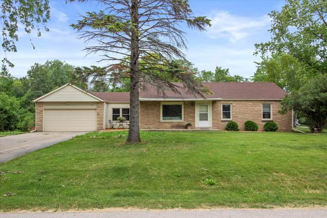 14206 W Gatewood Dr, New Berlin, WI 53151 (#1750342) :: Re/Max Leading Edge, The Fabiano Group