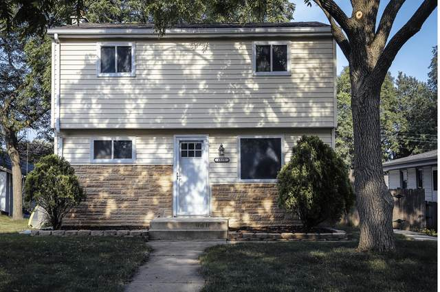4618 S 47th St, Greenfield, WI 53220 (#1750381) :: EXIT Realty XL