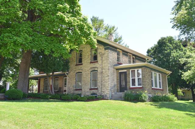 1797 Barton Ave, West Bend, WI 53090 (#1750525) :: EXIT Realty XL