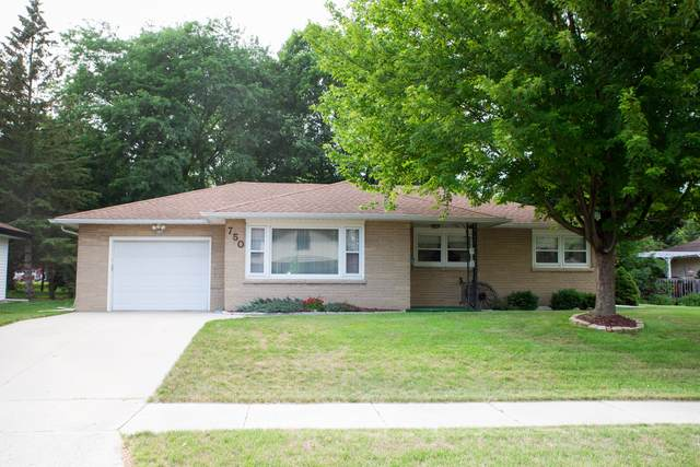 750 Sherman Way, West Bend, WI 53090 (#1750655) :: Re/Max Leading Edge, The Fabiano Group