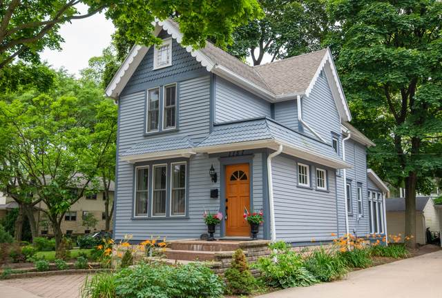 1157 Glenview Ave, Wauwatosa, WI 53213 (#1750901) :: Re/Max Leading Edge, The Fabiano Group