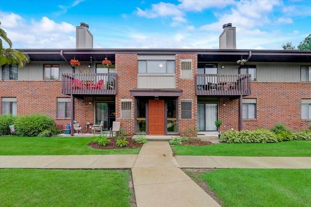 358 Park Hill Dr E, Pewaukee, WI 53072 (#1750928) :: EXIT Realty XL